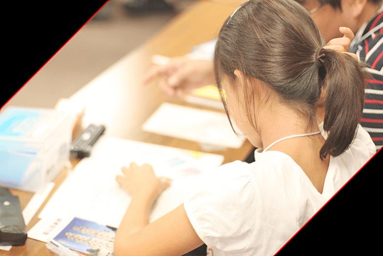 小学生から高校生まで 個別指導と中3集団クラスを 生徒ひとりひとり、丁寧に。